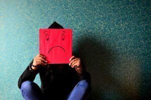 ¿Cómo actuar ante una persona fría y distante?