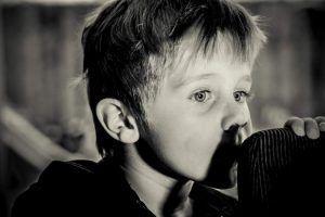Miedo a la oscuridad en los niños: 5 causas y consejos de ayuda
